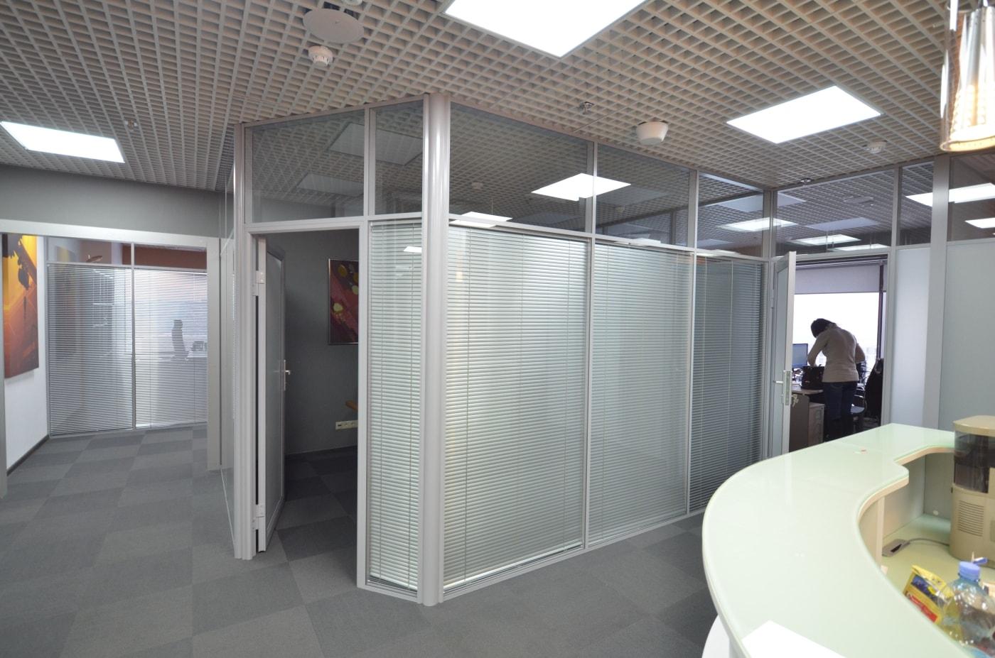 Переговорная комната из офисных перегородок